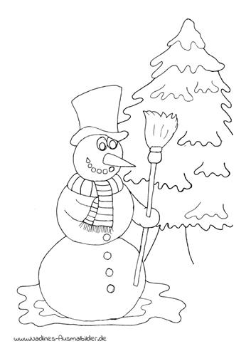 Schneemann mit Zylinder und Besen vor Tannenbaum