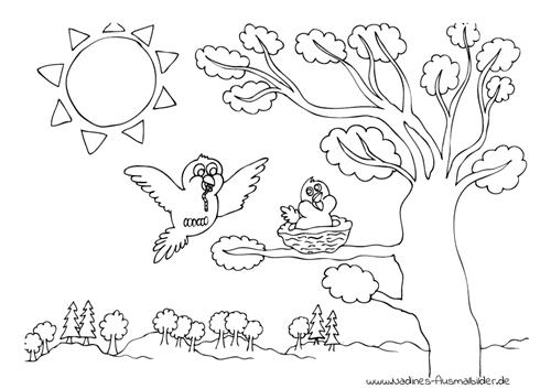 Vogel mit Wurm und Vogelnest im Baum